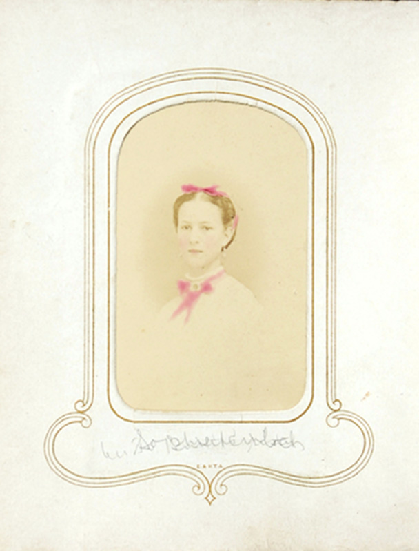 1.26. Sophie, or woman with two bows. CDV.